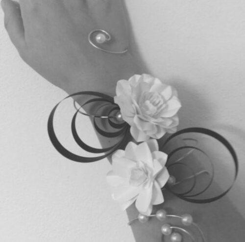 Bracciale floreale in carta e metallo