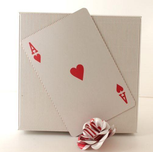Poker boutonniere-Boutonniere con carte da gioco-